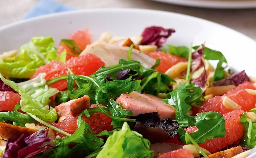 Salāti ar kūpinātu vistu un greipfrūtu recepte