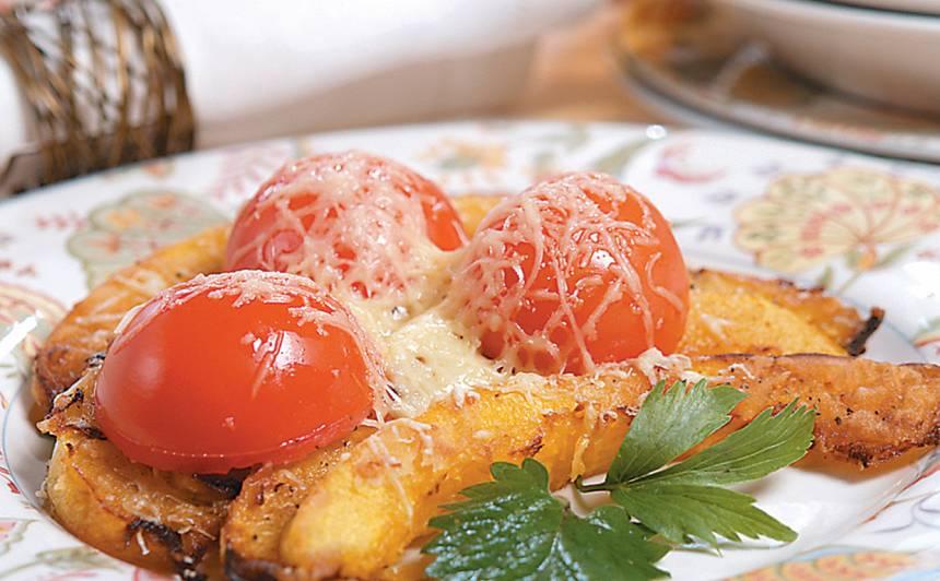 Cepts ķirbis ar tomātiem un sieru recepte
