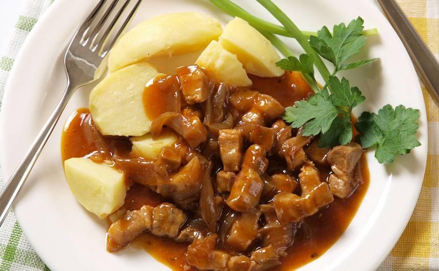 Sīpolu un gaļas sautējums recepte
