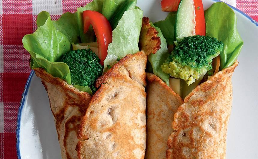 Rudzu un auzu pankūkas ar svaigiem dārzeņiem recepte