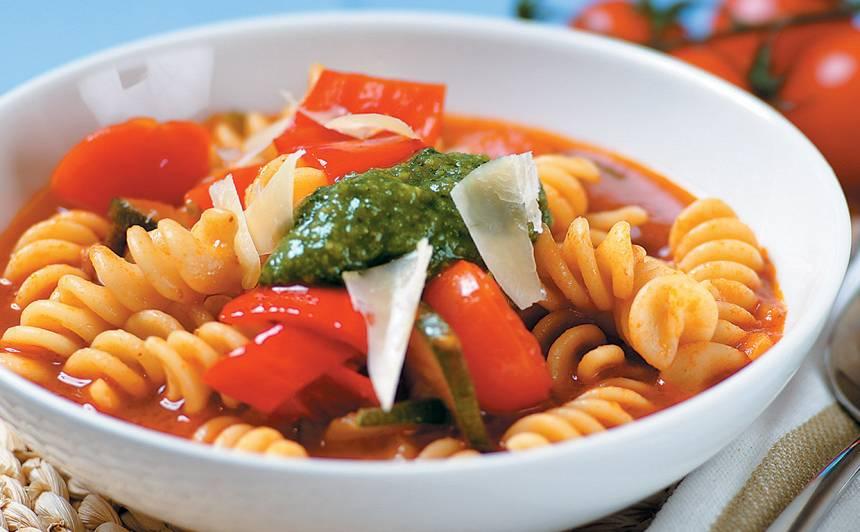 Makaronu zupa ar pesto recepte