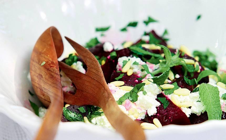 Biešu salāti ar rukolu un kazas sieru recepte