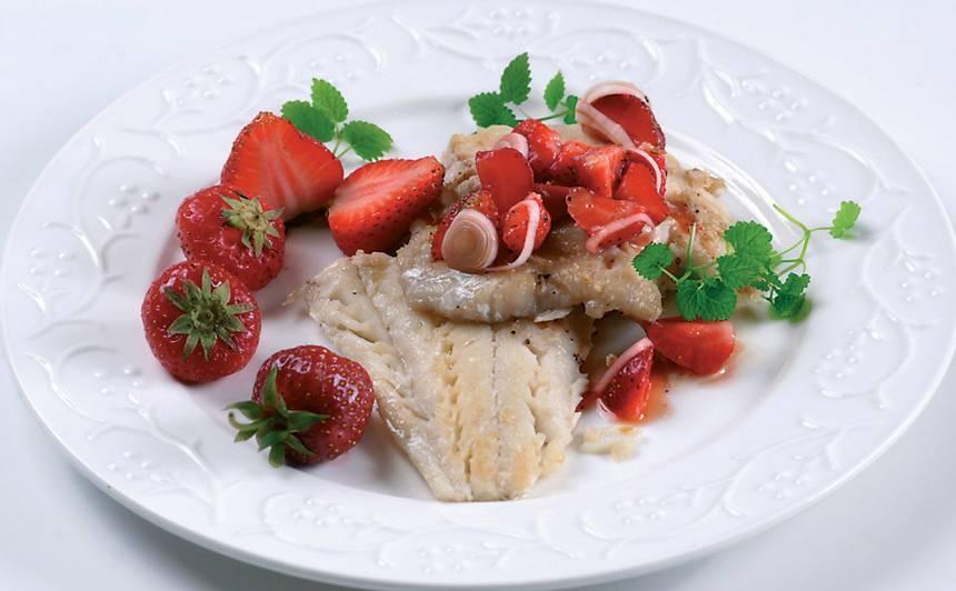 Zivs fileja ar zemeņu salsu  recepte