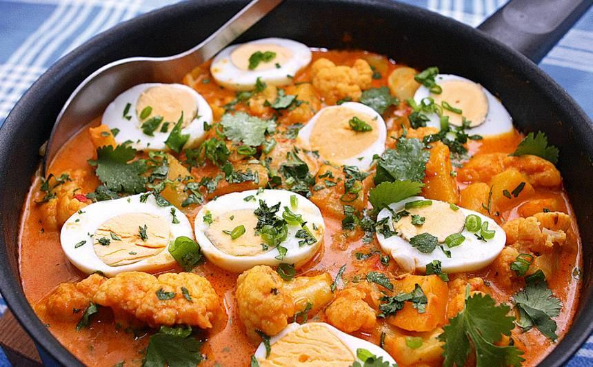 Olu, kokospiena karijs ar tomātiem recepte