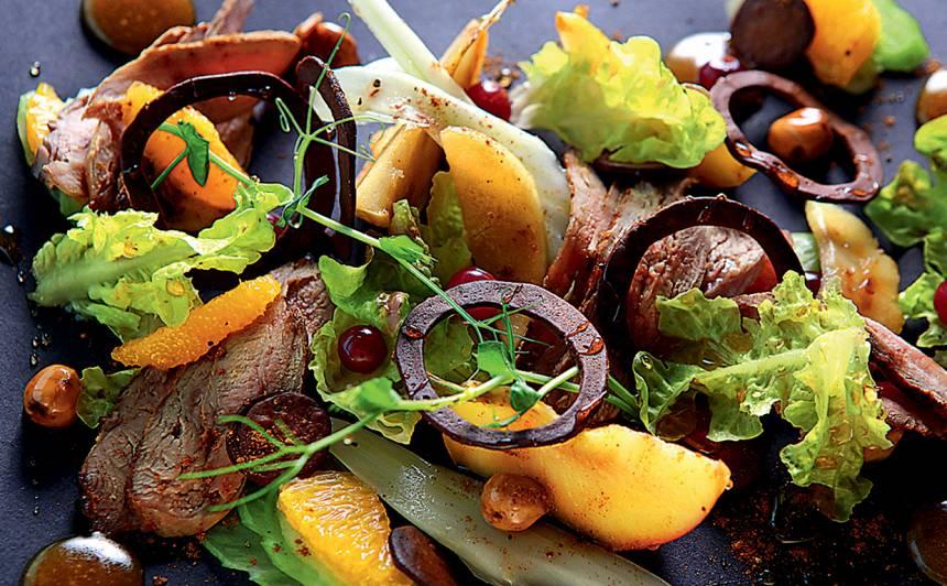 Salāti ar ceptu pīles krūtiņu un apelsīnu mērci recepte