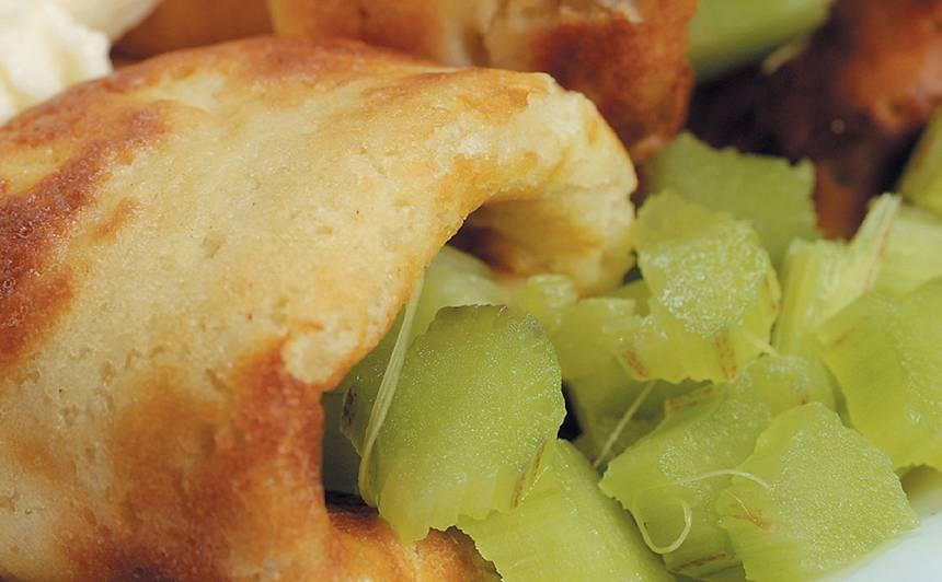 Rabarberu pankūkas ar vaniļas putām recepte