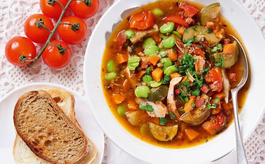 Dārzeņu zupa ar kūpinātu zivi