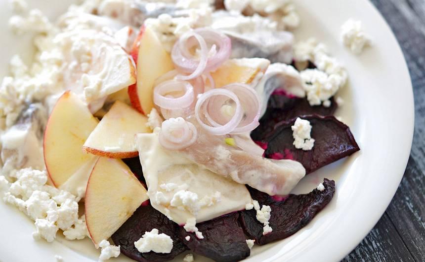 Biešu, siļķu  un ābolu salāti recepte