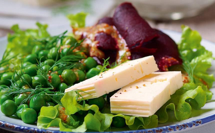 Zaļo zirnīšu, biešu un fetas salāti