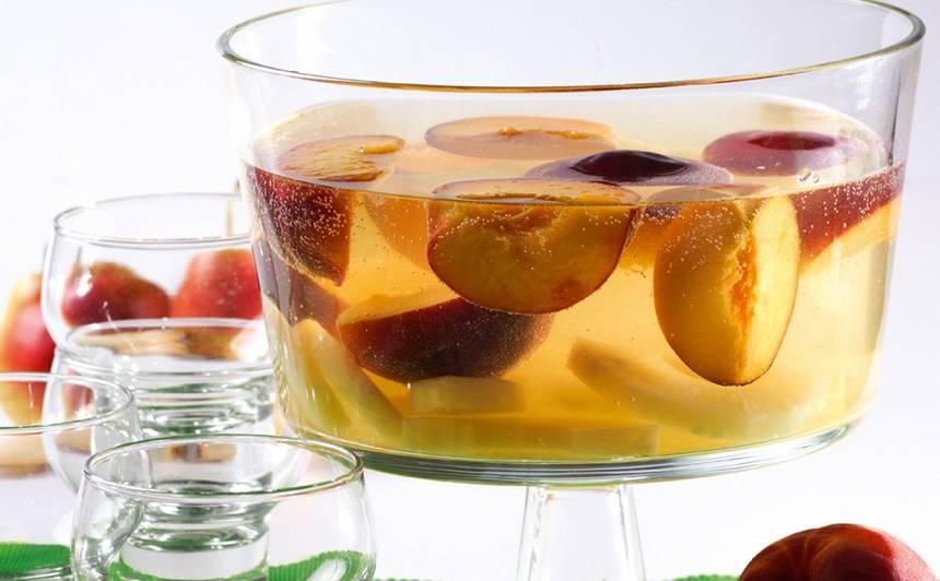 Ananasu un persiku bole receptes