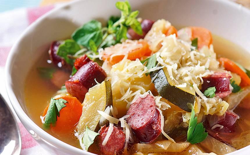 Dārzeņu zupa ar desiņām recepte