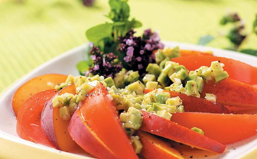 Tomātu un persiku salāti recepte