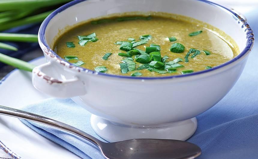 Skābeņu zupa ar zaļumiem recepte