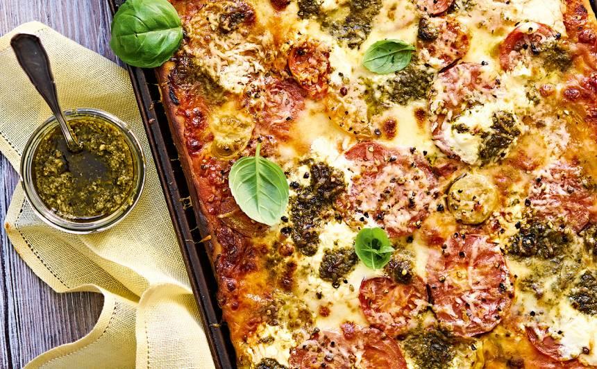 Tomātu pica ar pesto
