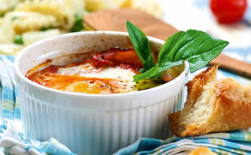 Krāsnī cepta ola tomātos