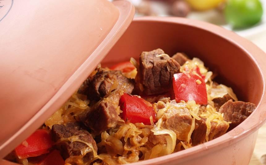 Liellopa gaļas gulašs ar skābētiem kāpostiem recepte