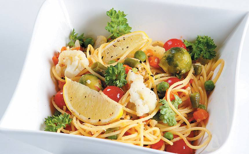 Dārzeņi ar spageti