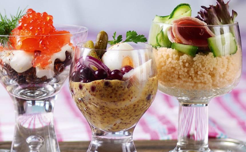 Salāti ar siļķi un dzērvenēm glāzē recepte