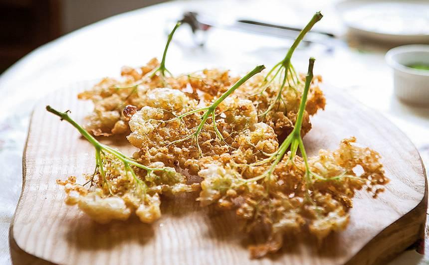 Fritēti plūškoka ziedi recepte