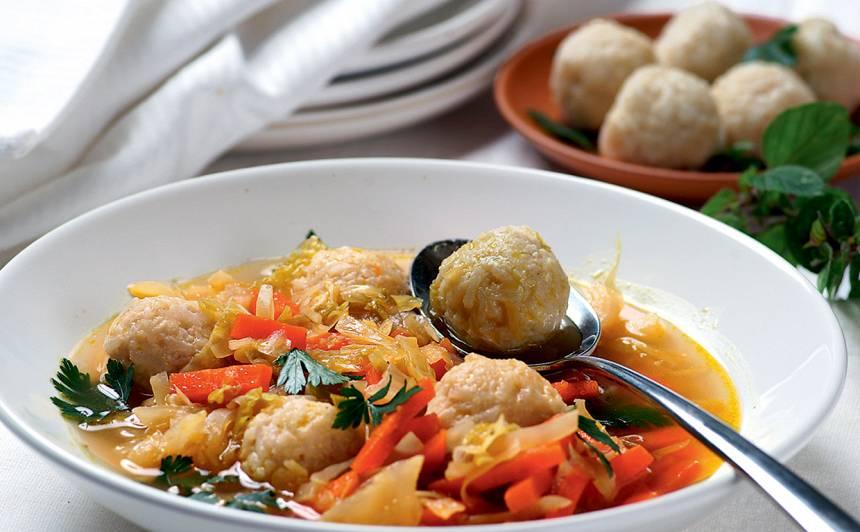 Burkānu zupa ar rīsu bumbiņām recepte