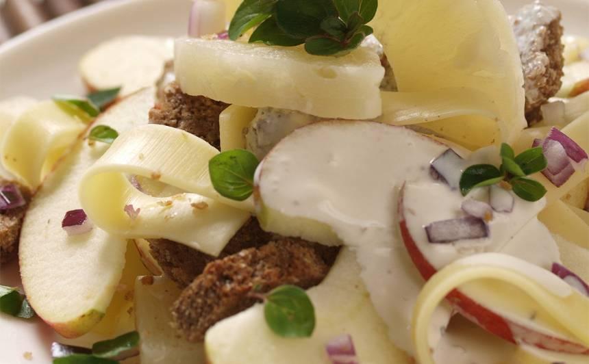 Salāti ar maizi, sieru un augļiem recepte