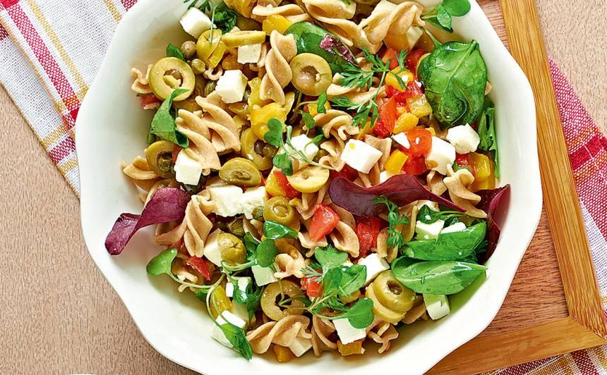 Makaronu, dārzeņu un fetas salāti recepte
