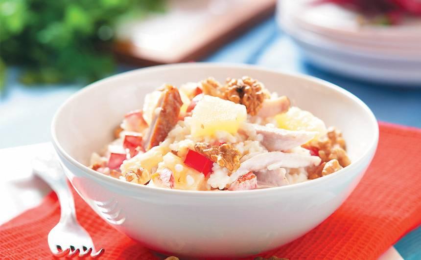 Rīsu un vistu salāti ar ananasiem recepte