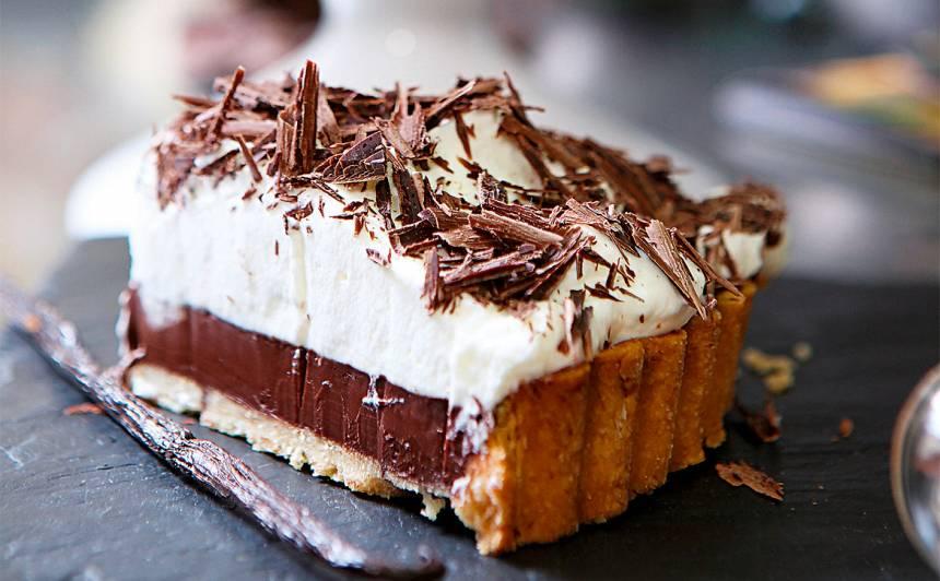 Šokolādes tarte ar putukrējumu recepte