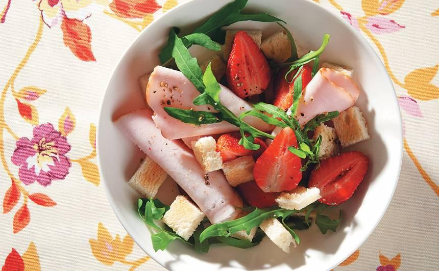 Zemeņu salāti ar grauzdiņiem recepte
