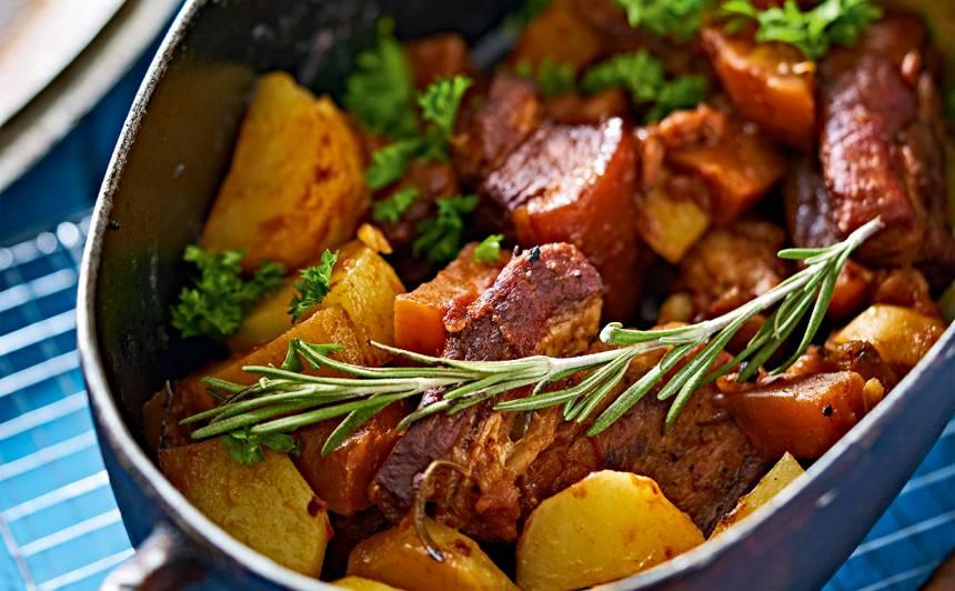 Gaļas un dārzeņu sautējums krāsnī