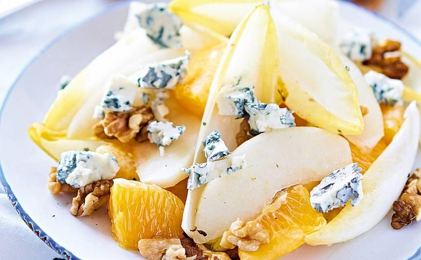 Cigoriņu salāti ar apelsīnu un zilo sieru