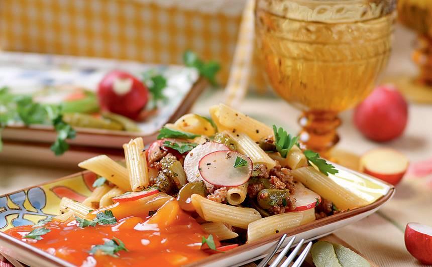 Makaronu salāti ar gaļu saldskābajā mērcē recepte