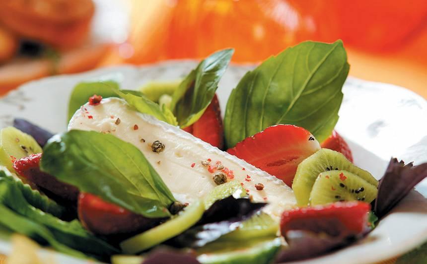 Salāti ar baltā pelējuma siera recepte
