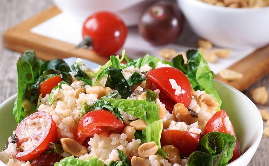 Rīsu salāti  ar tomātiem  un zemesriekstiem