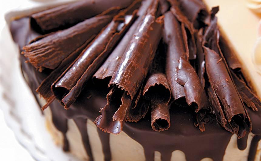 Tortes dekorēšana ar šokolādi recepte