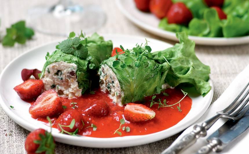 Salātu rullīši zemeņu mērcē receptes
