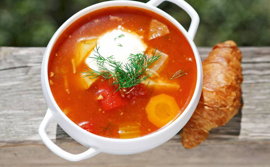 Uz ugunskura vārīta tomātu zupa recepte