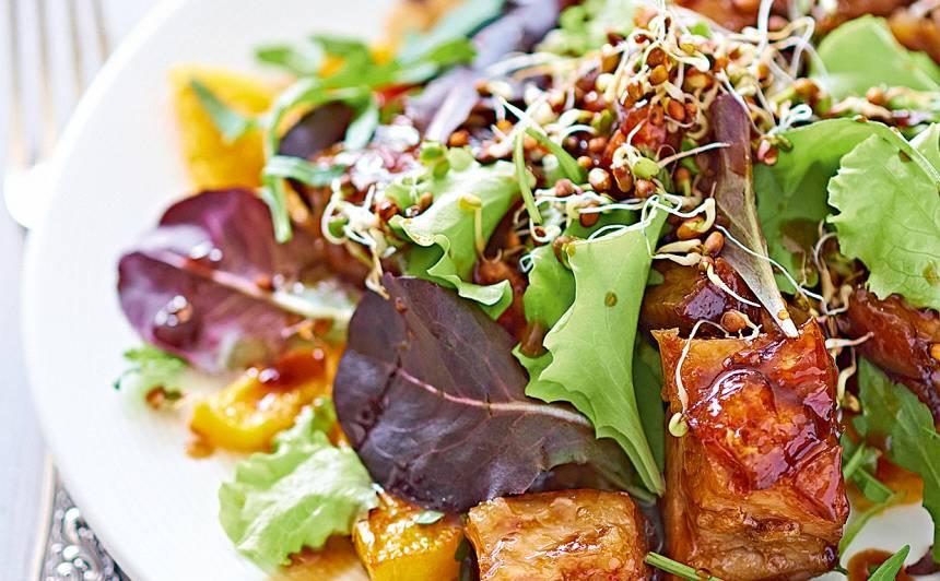 Karstie kraukšķīgās cūkgaļas un ķirbja salāti recepte