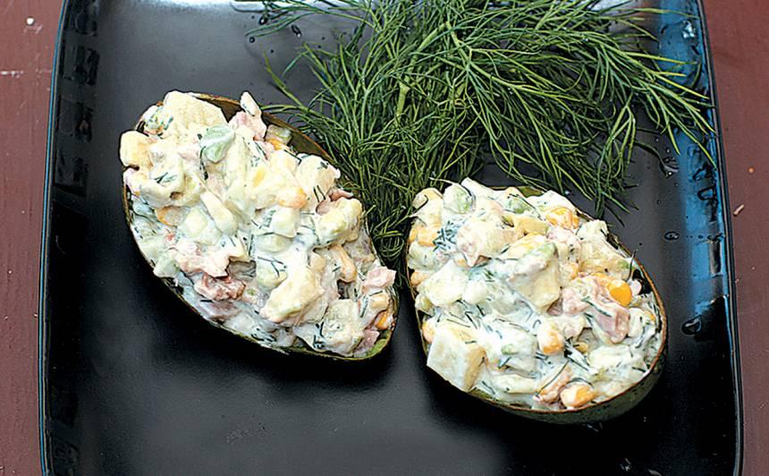 Avokado salāti ar ananasiem un žāvētu vistu recepte