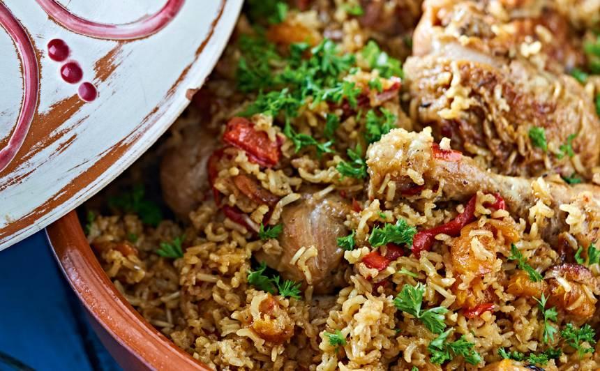Tadžīna ar vistu un rīsiem