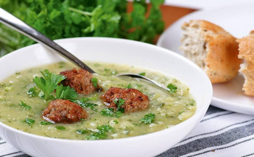 Zaļumu zupa ar gaļas bumbiņām recepte