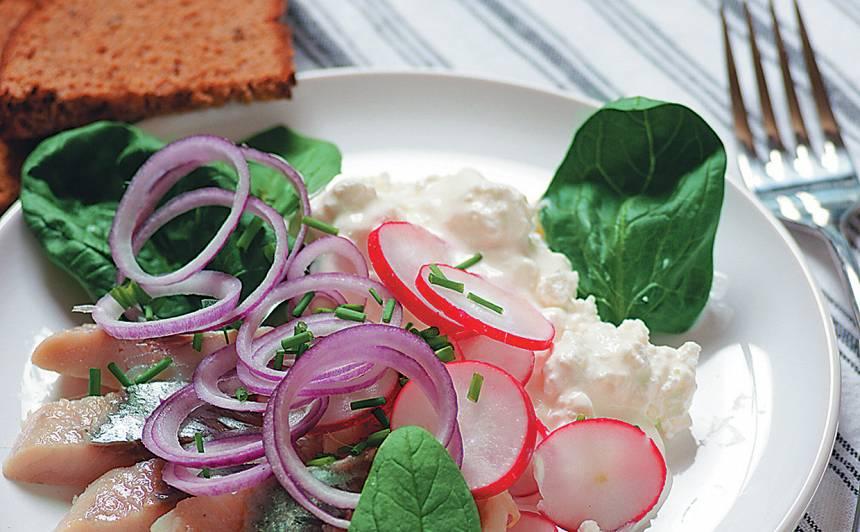 Siļķes un biezpiena salāti recepte