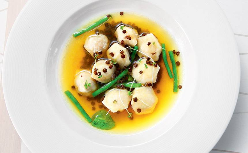 Zupa ar pelmeņiem, pupiņām un lēcām recepte