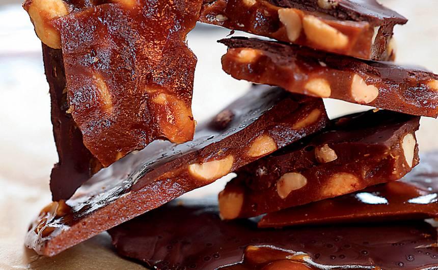 Karamele ar zemesriekstiem un šokolādi recepte