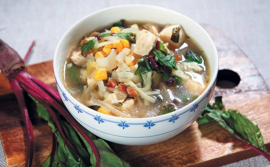 Vistas zupa ar kukurūzu un biešu lapiņām recepte