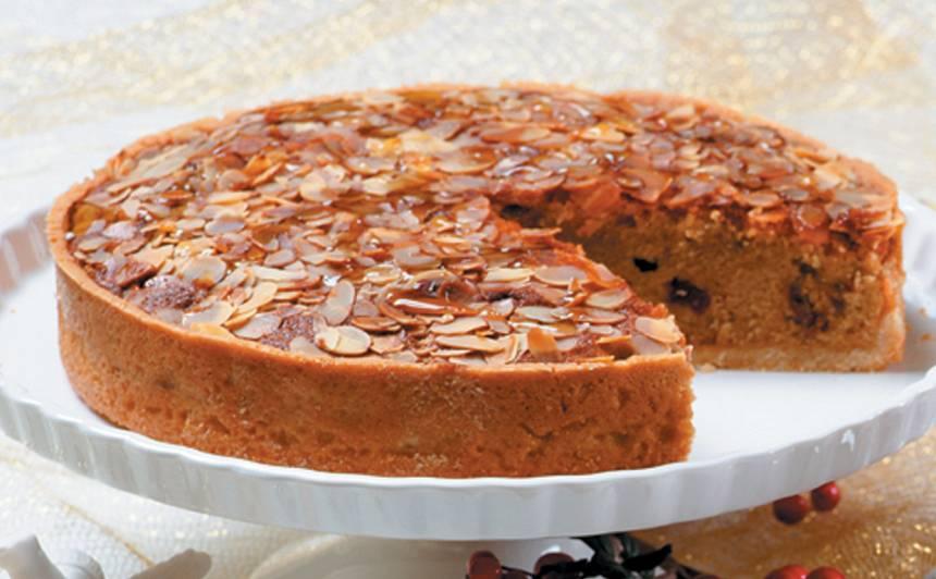 Mandeļu kūka ar žāvētiem augļiem recepte