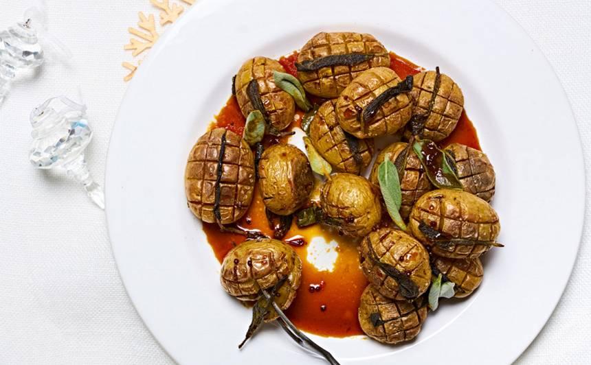 Krāsnī cepti kartupeļi ar salviju