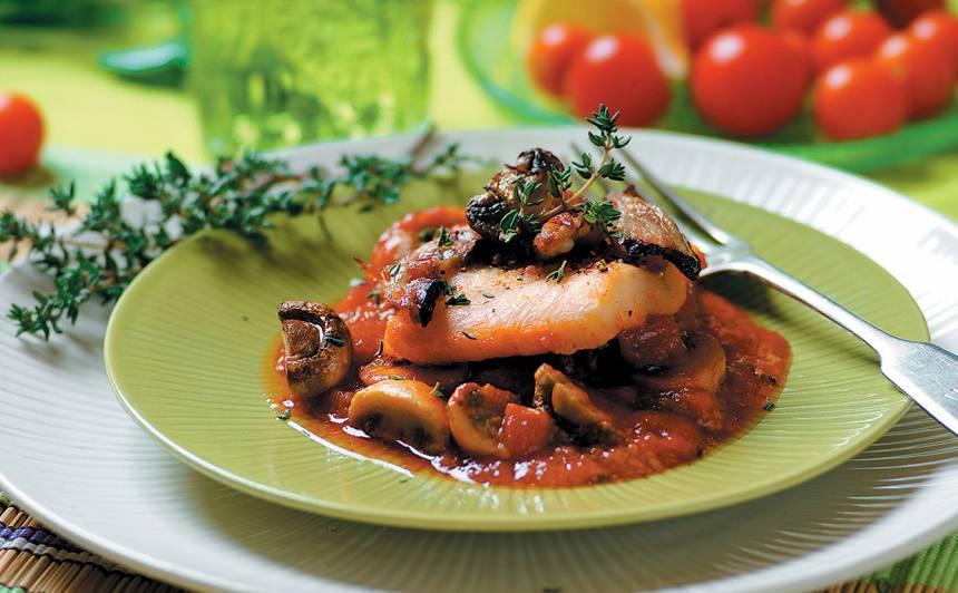 Zivs filejas tomātu mērcē ar sēnēm recepte