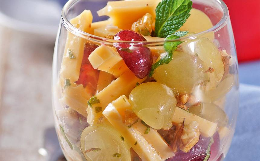 Siera salāti ar vīnogām recepte
