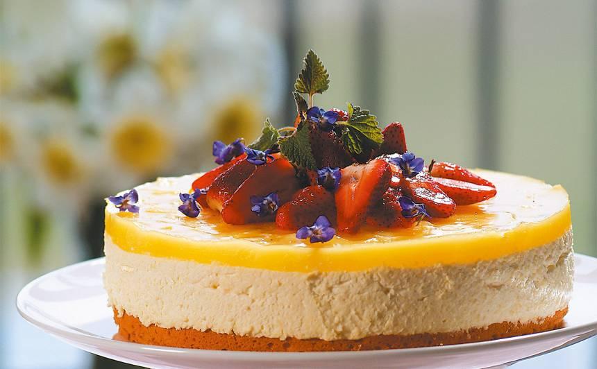 Siera krēma kūka ar ananasu glazūru